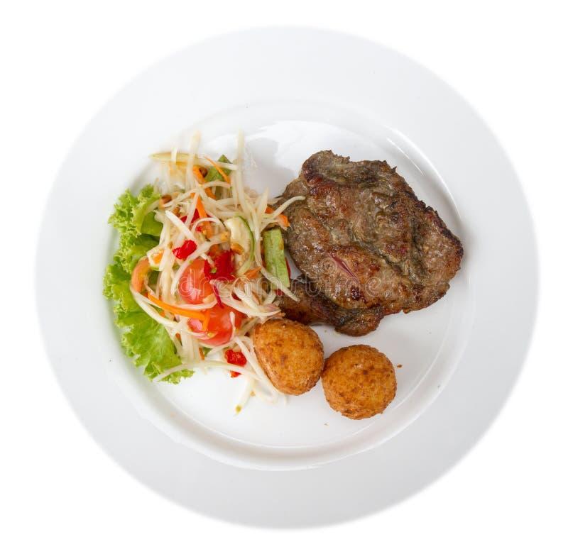 Стейк говядины с салатом papya и липким рисом зажарил стоковые фотографии rf