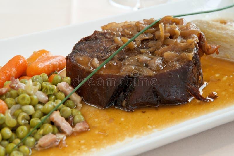 стейк зажаренный в духовке мясом стоковое изображение rf