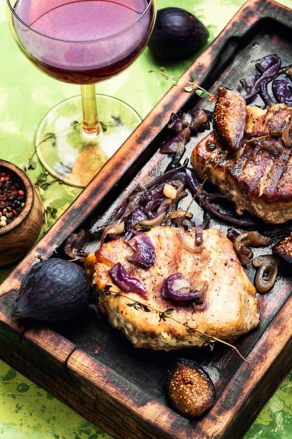 Стейк мяса с смоквами стоковое изображение rf