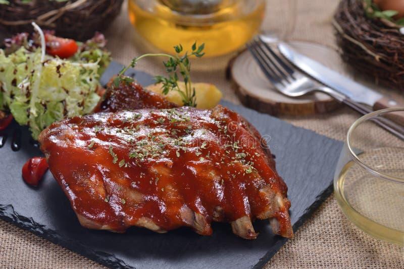 Стейк нервюры свинины соуса BBQ стоковая фотография rf