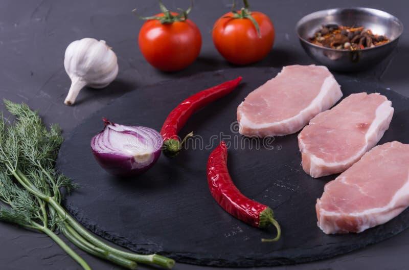 Стейк свинины сырого мяса стоковое изображение rf