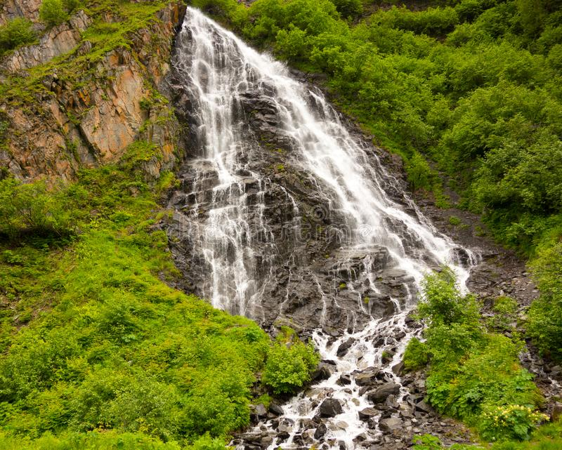 Стекание горы в весеннем времени стоковые фотографии rf