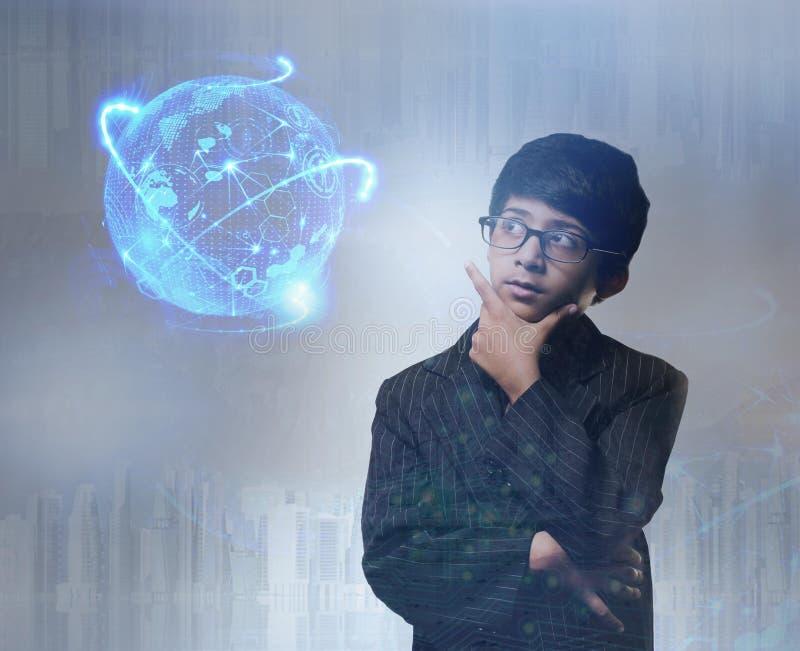 Стекла умного мальчика нося - голографическое изображение стоковое фото