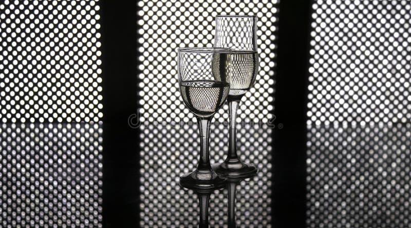 Стекла шампанского привели предпосылку панели стоковые изображения rf