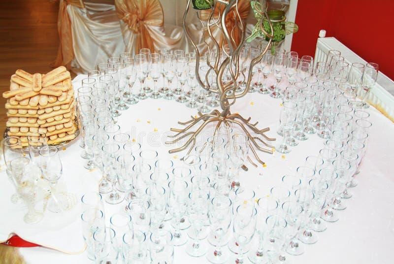 Download стекла шампанского стоковое фото. изображение насчитывающей украшение - 6868866
