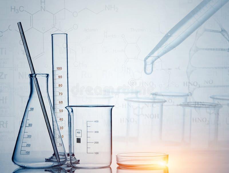 Стеклоизделие лаборатории, исследование науки, предпосылка науки стоковое фото