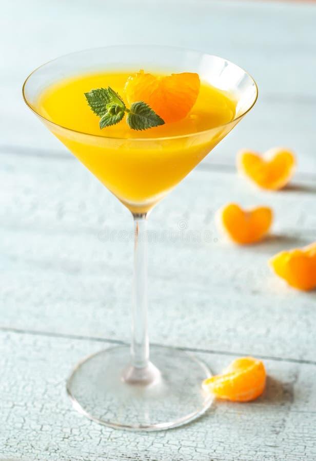 Стекло коктейля с оранжевым десертом студня стоковая фотография