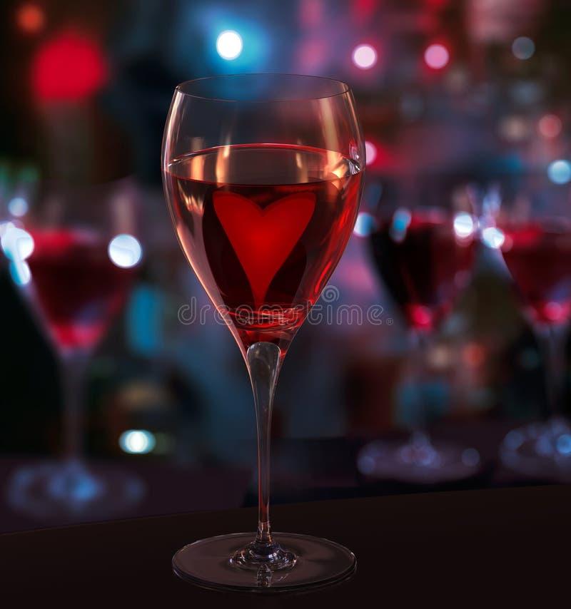 Стекло красного вина, с сердцем. Запачканные света города бесплатная иллюстрация
