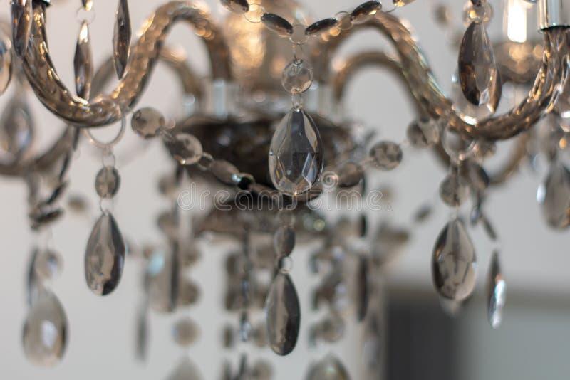 Стекло Кристл украшенное с лампами в доме стоковое фото rf