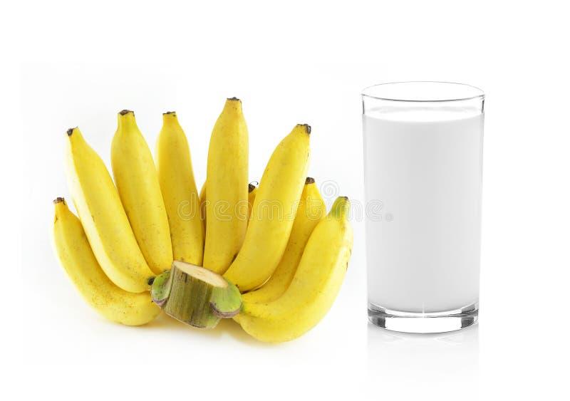 Стекло молока с бананом над белой предпосылкой стоковое фото rf