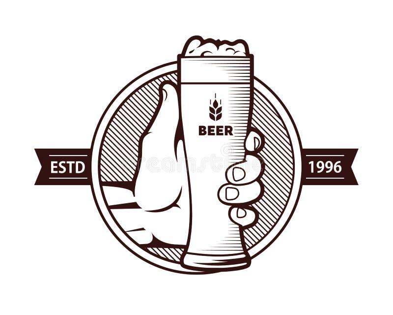 Стекло пива с рукой иллюстрация вектора