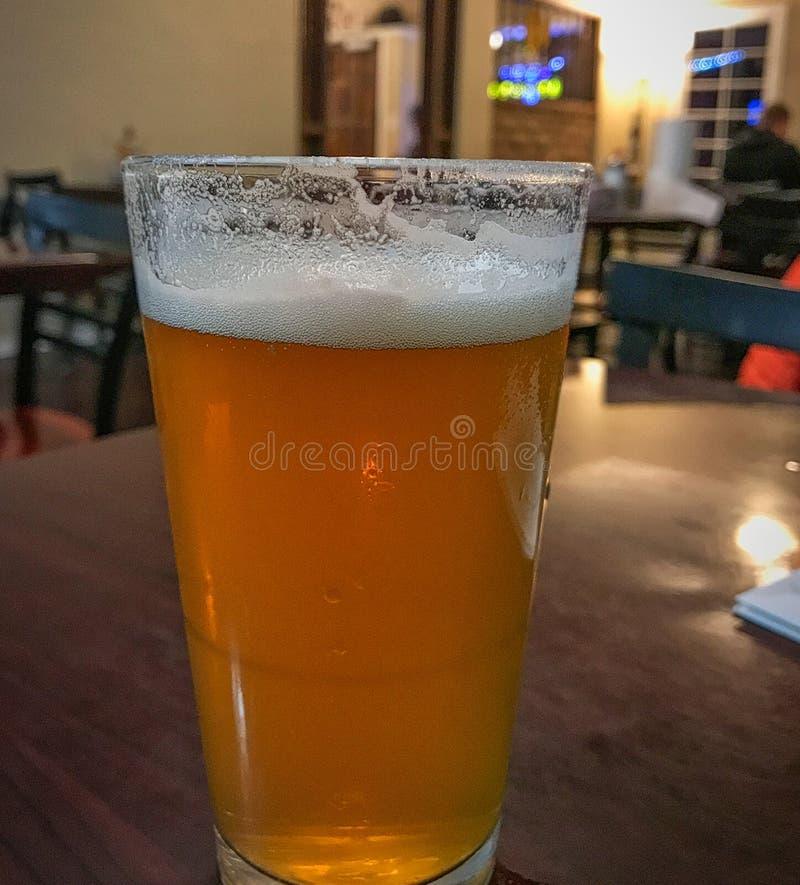 стекло пива холодное стоковые фотографии rf
