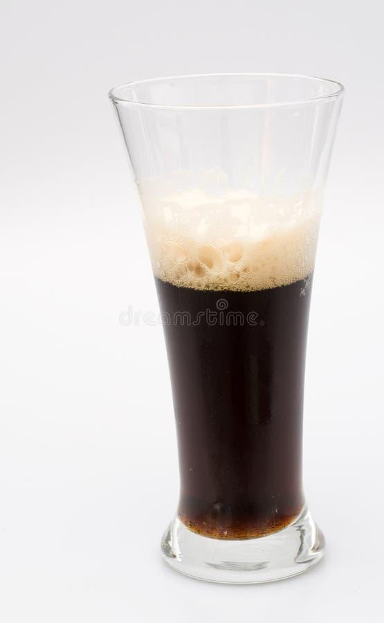 Download стекло пива стоковое изображение. изображение насчитывающей ясность - 6862701