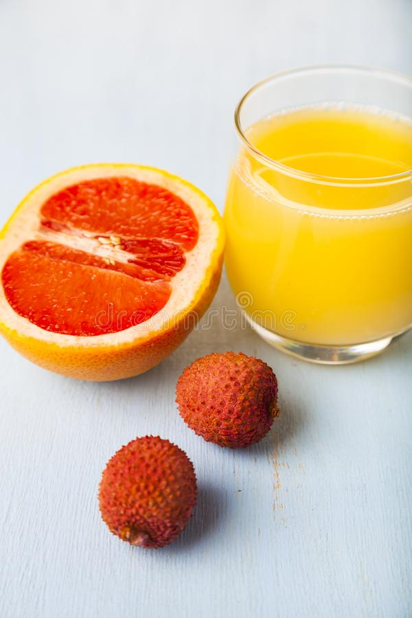 Стекло сока, грейпфрута и lychee стоковые изображения