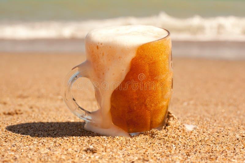 Стекло холодного пива стоковое фото