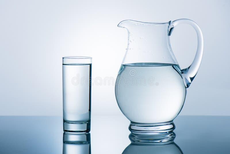 стеклянная вода кувшина стоковое фото rf
