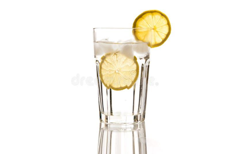 стеклянная вода лимона стоковые фото