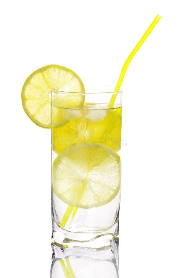 стеклянная вода лимона стоковые изображения rf