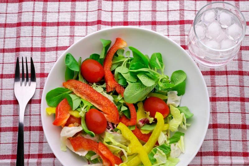 стеклянная вода салата стоковая фотография rf
