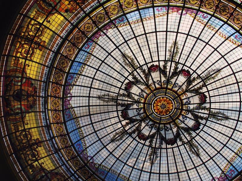 стеклянная запятнанная крыша стоковые фотографии rf