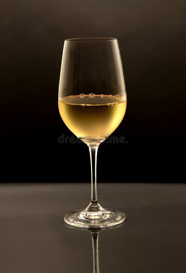 стеклянное белое вино стоковое изображение rf