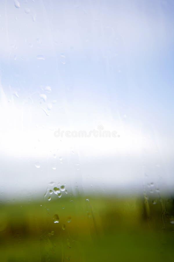 стеклянное окно дождя