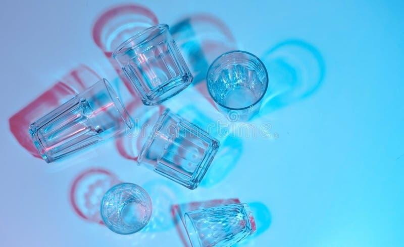 Стеклянные граненные стекла Освещение цвета Фотография искусства стоковые фотографии rf
