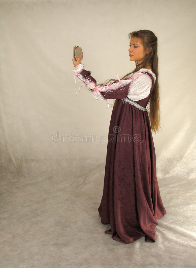 стеклянные смотря детеныши женщины стоковая фотография