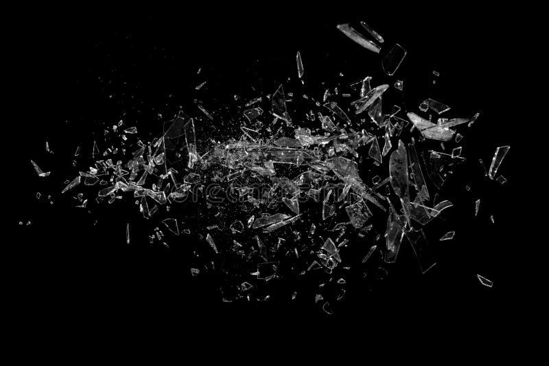 Стеклянные черепки на черноте стоковое фото rf
