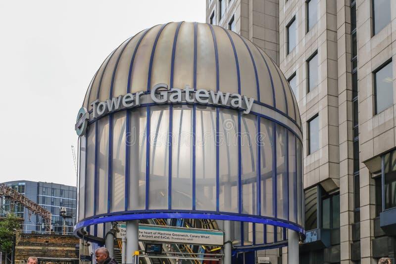 Стеклянный вход купола к станции ДОЛЛАРА на ворот башни стоковые фото