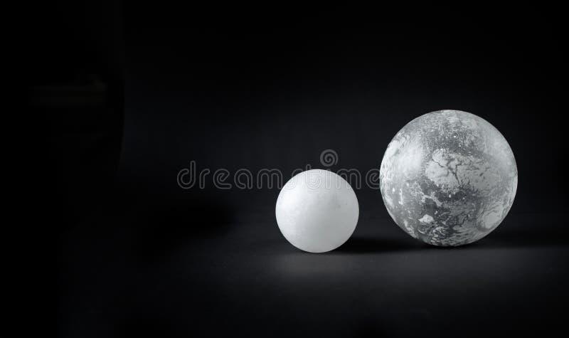 2 стеклянных сферы стоковые фото