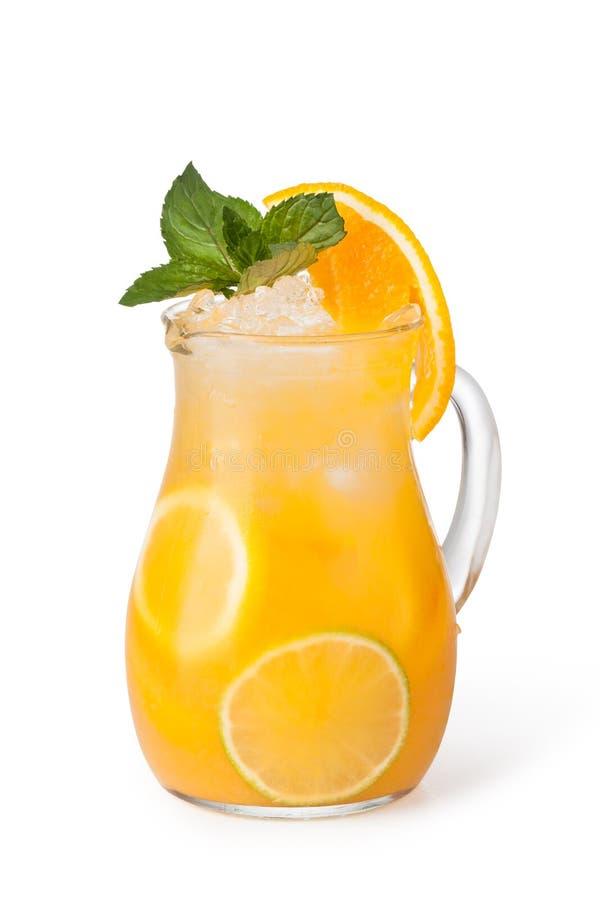 Стекла пить плодоовощ с кубами льда стоковое изображение rf