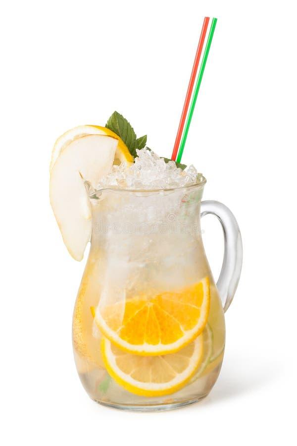 Стекла пить плодоовощ с кубами льда стоковые изображения rf