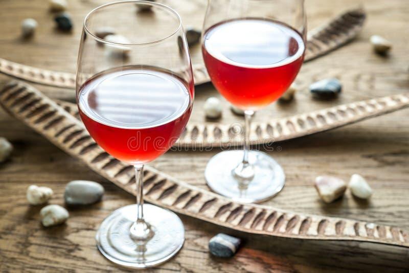 Стекла розового вина стоковое изображение rf