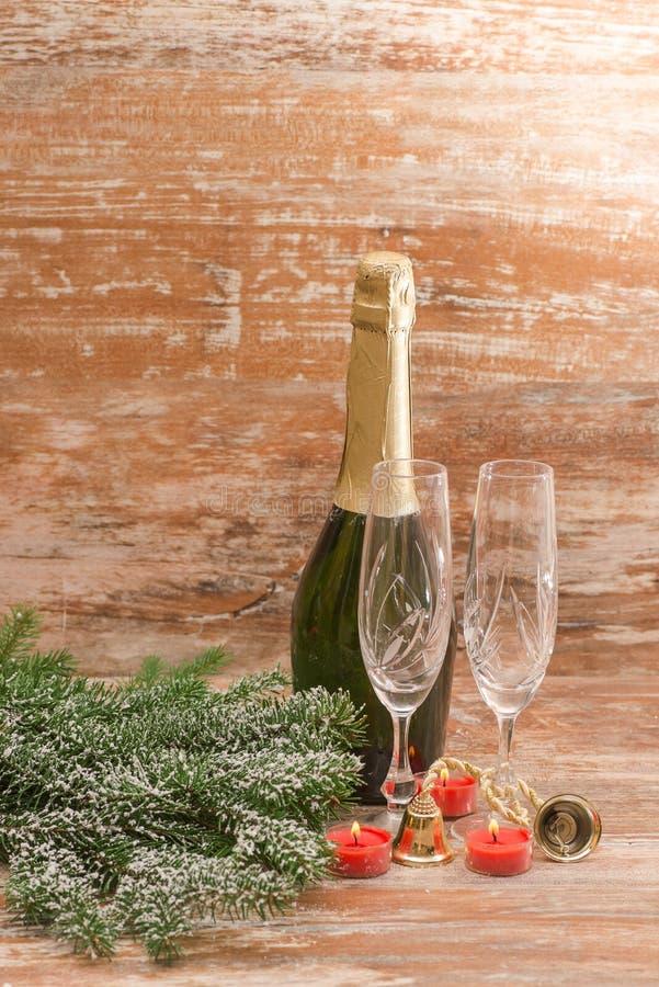 Стекла Шампани готовые для того чтобы принести в Новый Год стоковые изображения rf