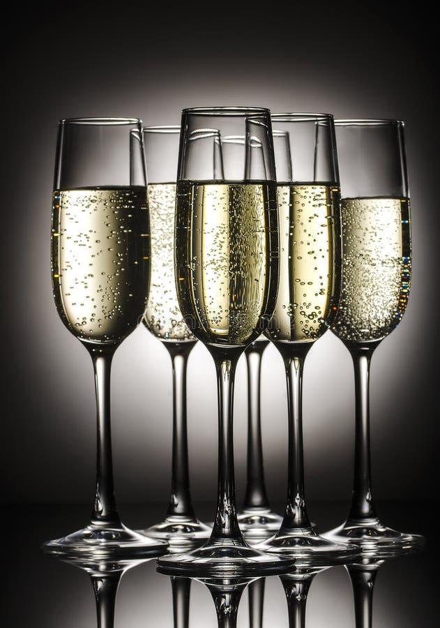 Стекла Шампани с пузырями стоковые фото