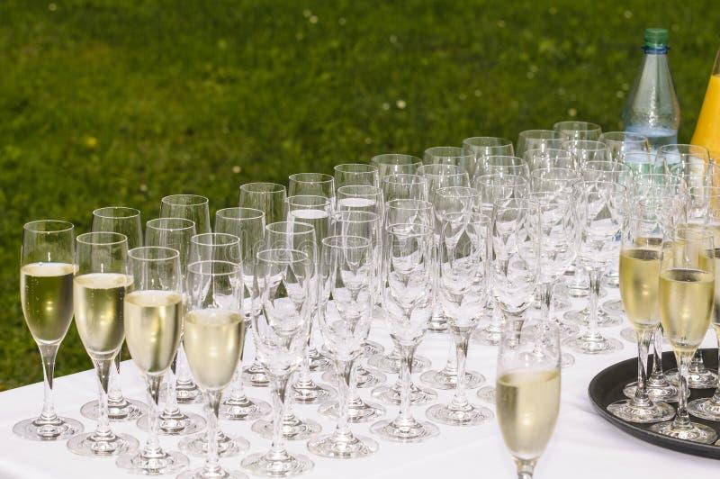 Download Стекла Шампани стоковое фото. изображение насчитывающей cheers - 33726914