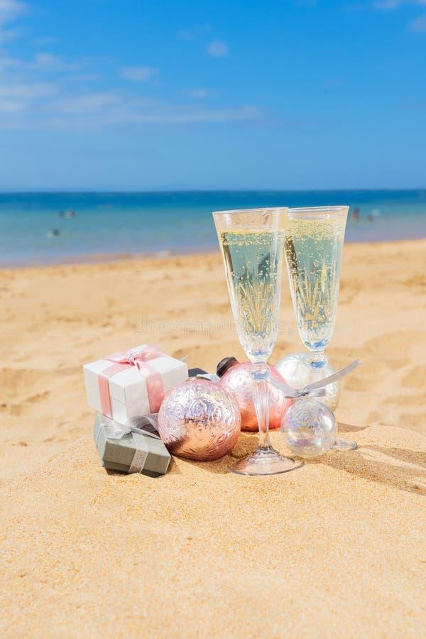 2 стекла шампанского рождества стоковое фото rf