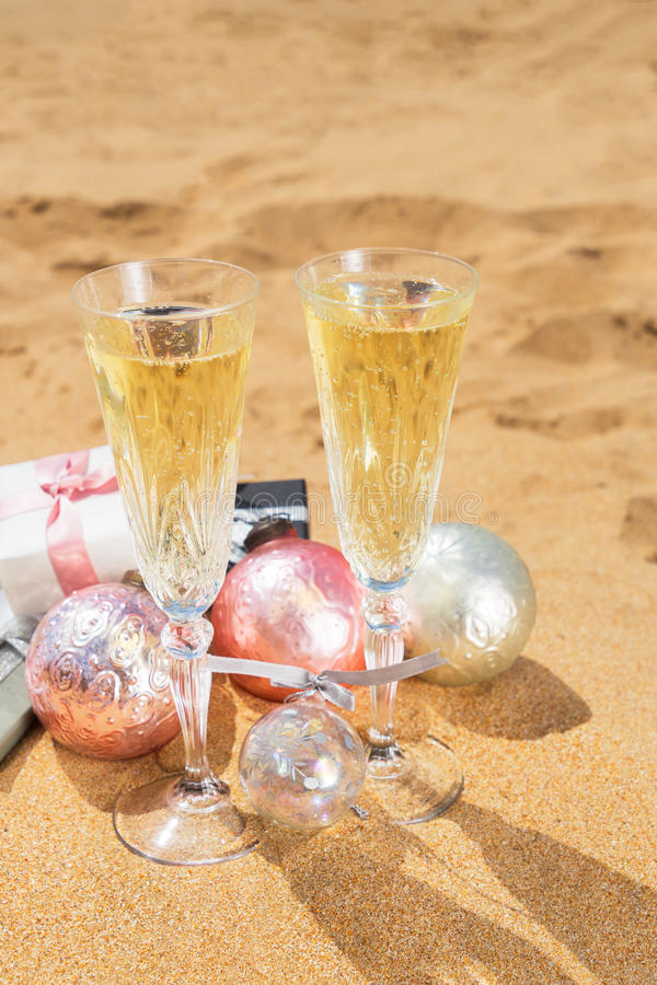 2 стекла шампанского рождества стоковые фото
