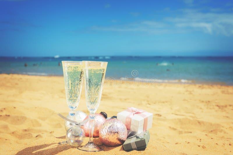 2 стекла шампанского рождества стоковые фотографии rf