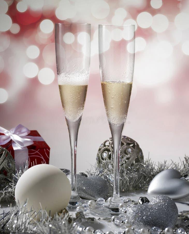 2 стекла шампанского для торжества рождества стоковая фотография
