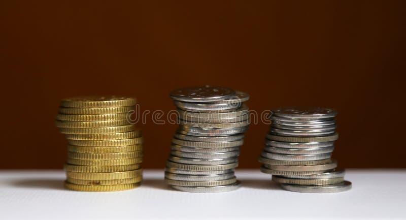 стек монет - концепция финансирования и экономии стоковое изображение rf