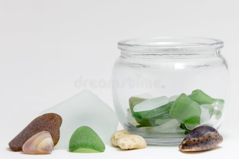 Стекло и раковины моря в шаре стоковое изображение rf