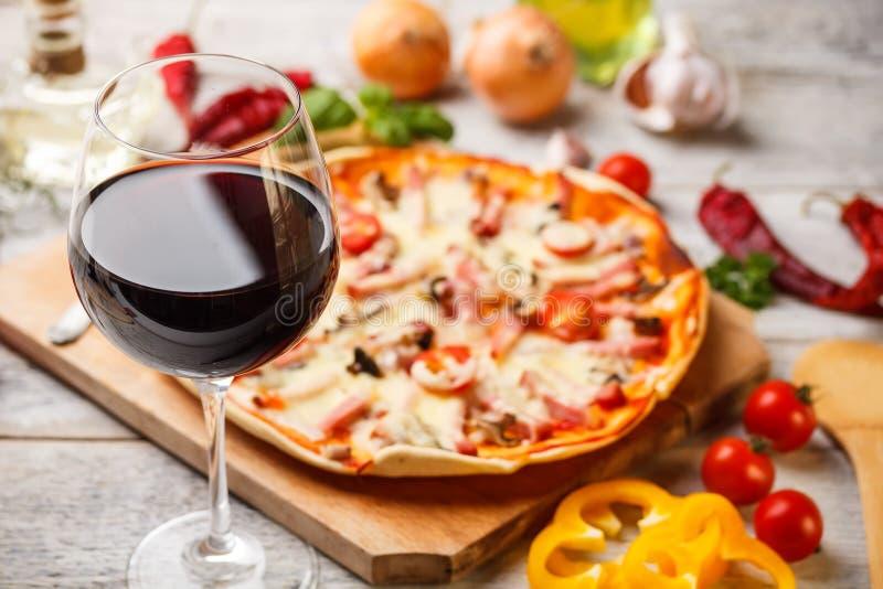 Стекло красного вина стоковые фото