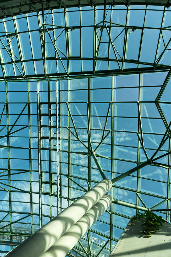 Стеклянная крыша - современная архитектура стоковое фото rf