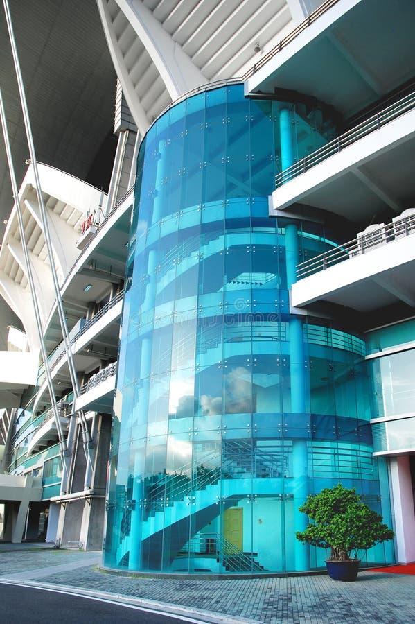 Стеклянная стена для лестниц стоковое изображение rf