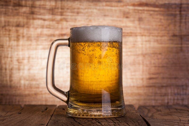 Стеклянное пиво стоковое фото