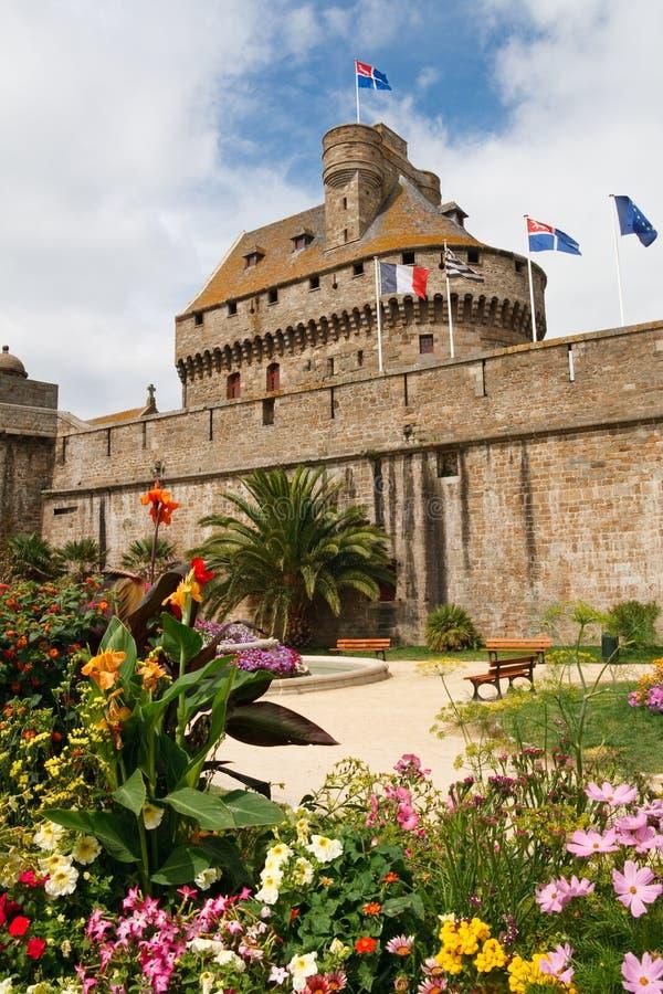 стена башни святой malo предохранителя Франции города стоковые фотографии rf