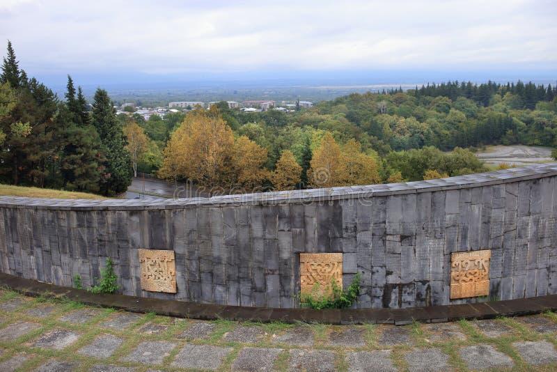 Стена возле памятника 'Отец солдата', город Гурджаани, Грузия стоковая фотография rf