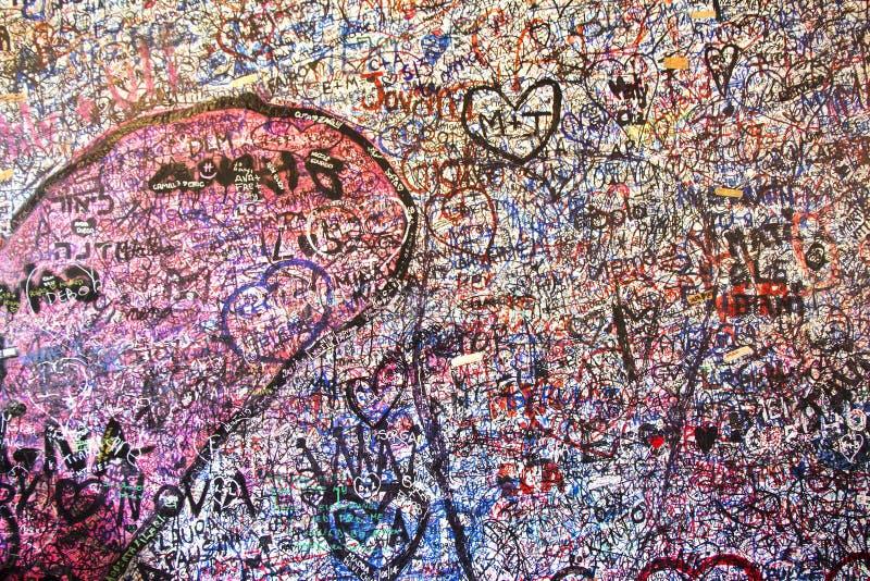 Стена вполне сообщений в доме Juliet стоковое фото